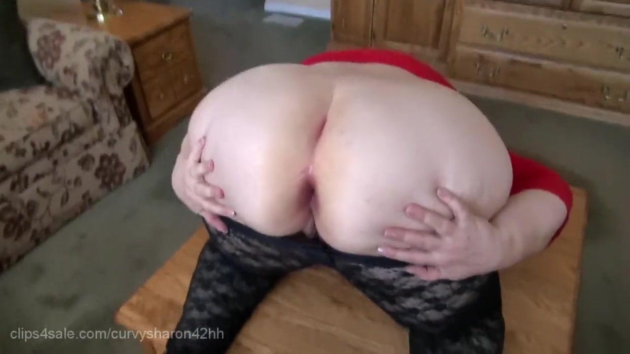 Бабка раком показала свою задницу